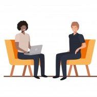Zdjęcie przedstawia rozmawiające ze sobą osoby. Obie postacie siedzą na fotelach. Pierwsza osoba trzyma na kolanach laptopa, jej włosy są ciemnobrązowe. Druga osoba jest jasnowłosa.