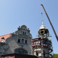 montaż wieży w willi Reinholda Richtera
