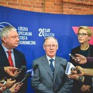 Podpisanie umowy pomiędzy PŁ i ŁSSS. W środku, prof. Sławomir Wiak, rektor PŁ. fot. Archiwum ŁSSE