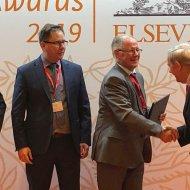 PŁ laureatem ELSEVIER Research Impact Leaders Award, nagarodę odbiera rektor PŁ - prof. S.Wiak, fot. Bohdan Macugow