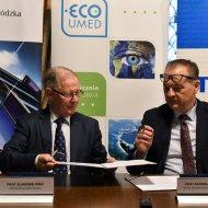 Prof. S.Wiak i prof. R.Kordek podczas podpisania umowy na PŁ, foto J. Szabela