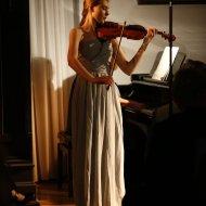 Kaya Kotarska - skrzypce,  Małgorzata Sosnowska-Krauze - fortepian