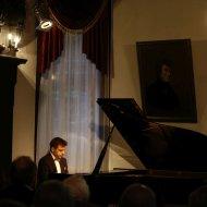 Wojciech Świętoński - fortepian