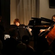 Justyna Grudzińska – kontrabas, Dominik Domińczak – klarnet, Aleksander Stachowski - akordeon