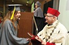 M. Gomula i prof. S. Bielecki w czasie wręczenia dyplomów absolwentom IFE.