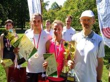 Na zdjęciu zwycięzcy biegu. Od lewej: Artur Dąbrowski, Anna Ławrenin, doc. Marek Sekieta. Fot. Jacek Szabela.
