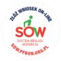 Obrazek przedstawia okrągłą naklejkę z czerwonym napisem SOW, nad którym znajduje się niebieski napis informacji o funkcji online. Na dole koła znajduje się czerwona nazwa strony internetowej.
