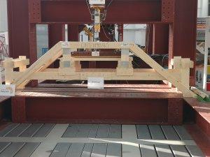 Zwycięski drewniany most studentów PŁ
