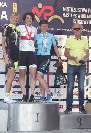 Katarzyna Pernal Mistrzynia Polski w kolarstwie szosowym na podium też Zenon Jaskóla - Starachowice 2019, fot. arch.prywatne
