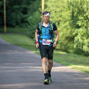 prof. J. Jachymski podczas biegu 7 Szczytów. Pokonał 240 km (2019 r.) fot. arch. prywatne.