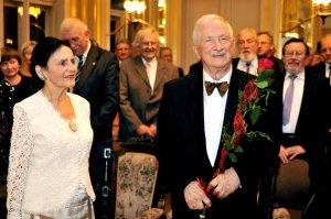 Prof. Jan Krysiński z małżonką Haliną Krysińska, podczas uroczystości obchodów 80. rocznicy urodzin, fot. Jacek Szabela