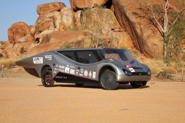 Pojazd solarny Eagle Two zbudowany przez studentów PŁ