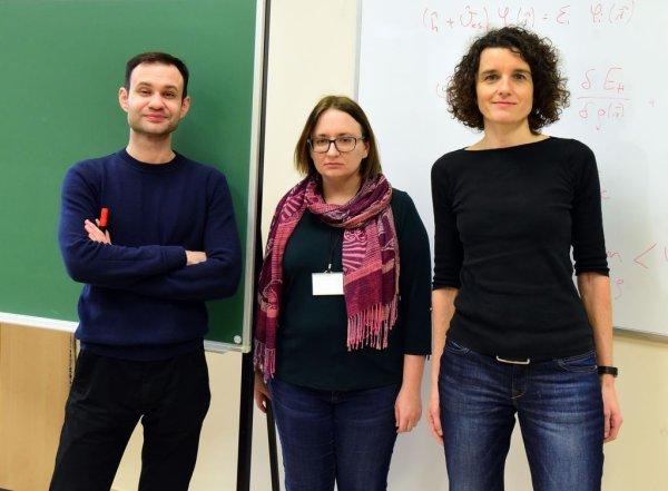 Nagroda zespołowa MNiSW z Instytutu Fizyki PŁ od prawej - prof. Katarzyna Pernal, dr inż. Ewa Pastorczak, dr Michał Hapka fot. Jacek Szabela