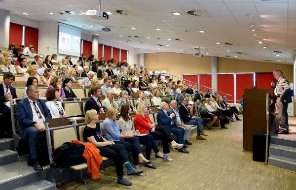 Prof. S.Wiak, rektor PŁ przemawia podczas konferecnji o podwójnych dyplomach w IFE PŁ. Fot. Jacek Szabela