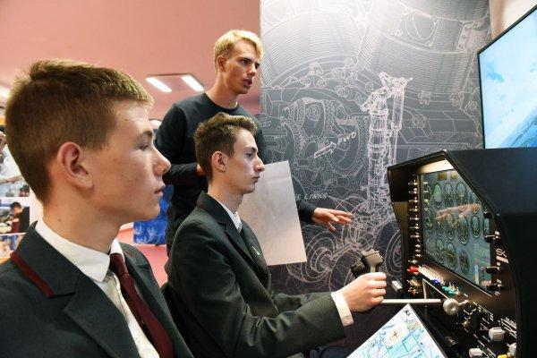 Stanowisko do symulacji lotów w pracowni Newton Room w Liceum PŁ, fot. Jacek Szabela