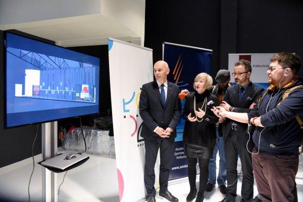 Uczestnicy konferencji prasowej i wizualizacja przestrzni Muzeum Sportu. fot. Jacek Szabela