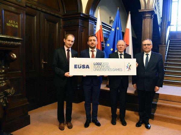 Zdjęcie z udziałem Piotra Ziółkowskiego, Szefa Gabinetu Politycznego Wiceprezesa Rady Ministrów MNISW, drugi od lewej.