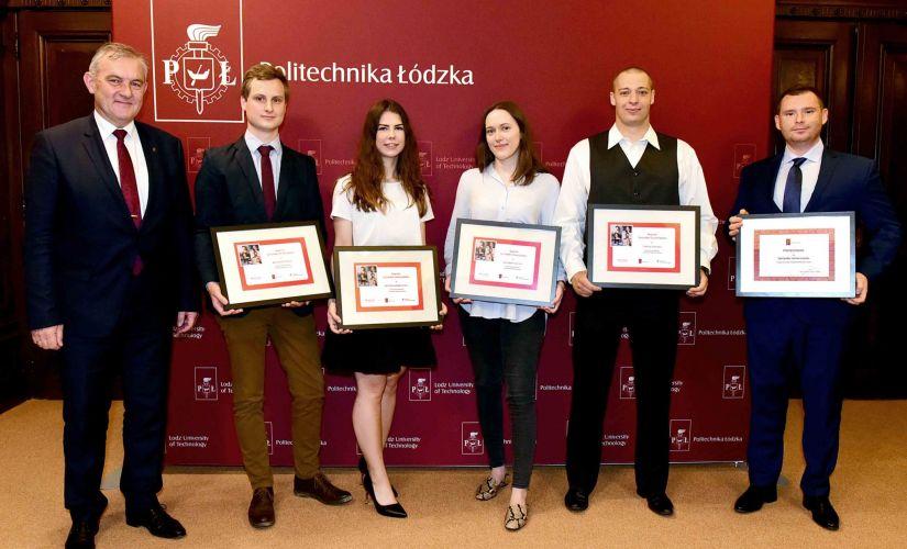 The Rector has given Santander Universidades awards to ...