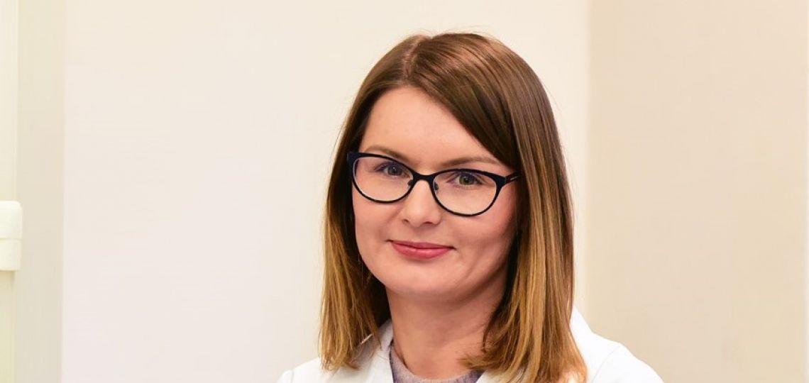 Dr inż. B. Pacholczyk-Sienicka w laboratorium PŁ